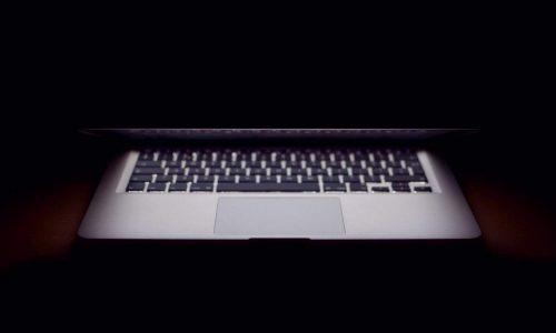 Comparing lightweight laptops: MacBook vs MacBook Air